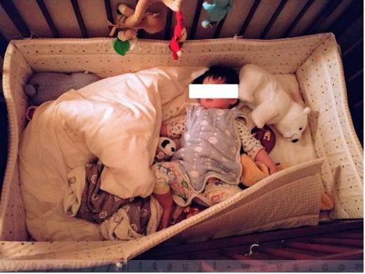 ベビーベッドが狭くなってきた一歳半児。