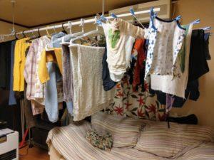寝室設置後の洗濯物
